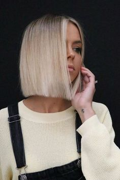 Blonde Bob Hairstyles, Medium Bob Hairstyles, Cool Hairstyles, Creative Hairstyles, Grey Hair Dye, Dyed Hair, Medium Hair Styles, Short Hair Styles, Purple Shampoo For Blondes