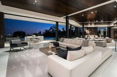 An inside glimpse at the Beckham family's hilltop home in Beverly Hills has been given, complete with indoor cinema, zen garden and infinity pool. Up House, House On A Hill, Villas, Kitchen Orangery, Mansion Kitchen, Beverly Hills Mansion, House Of Beauty, Luxury Homes Dream Houses, Modern Mansion