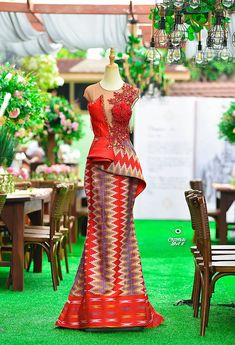 Do you know you can look prettier on corporate Kente attire? African Wedding Attire, African Attire, African Wear, African Dress, African Weddings, Latest African Fashion Dresses, African Print Fashion, African Traditional Wedding Dress, Kente Dress