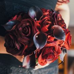 So fun designing this bouquet for Tania from Australia for her special day. We love this combination of black Bacarra roses with the majestic red real touch calla lilies