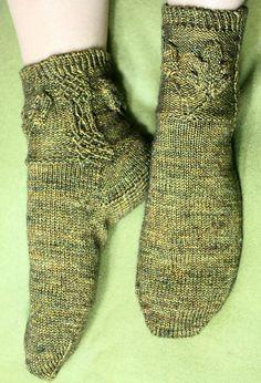 Ravelry: Oakmoss Socks pattern by Janel Laidman