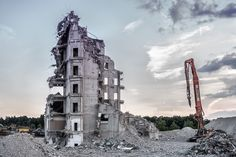 Are you fully aware of the residential demolition process? Check out the outcomes of a residential demolition process. Free Pictures, Free Photos, Free Images, Demolition Man, Types Of Machines, Landscape Maintenance, Pool Accessories, Spotlights, Destruction