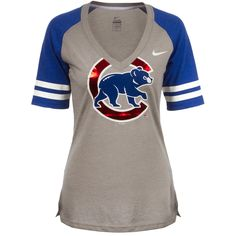 Chicago Cubs Womens Grey Shiny Crawl Bear V-Neck Tee by Nike Chicago Cubs Shirts, Chicago Cubs Baseball, Baseball Gear, Baseball Stuff, Cubs Gear, Cub Sport, Sport Outfits, Cute Outfits, Cubs Games