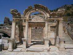 Éfesus ou Efésio foi uma importante cidade da antiguidade, localizada na chamada Ásia Menor, atual Turquia. De acordo com a lenda, a cidade ...