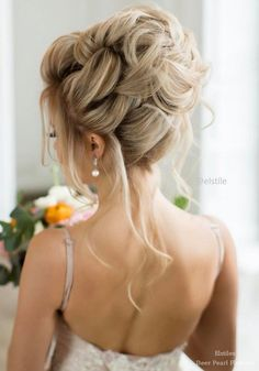 Elstile Wedding Hairstyles for Long Hair / http://www.deerpearlflowers.com/wedding-hairstyles-for-long-hair/
