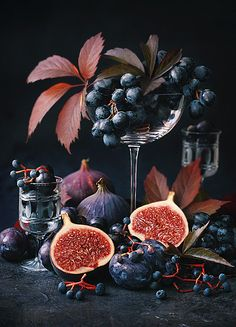 New fruit photography styling ideas - Obst Fotografie Dark Food Photography, Still Life Photography, Image Photography, New Fruit, Fruit And Veg, Gif Kunst, Fruit Decorations, Cinemagraph, Best Fruits