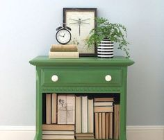 The Simple Nightstand Makeover We've Never Thought of Green Painted Furniture, Paint Furniture, Furniture Makeover, Furniture Stores, Furniture Removal, Old Furniture, Bedside Table Makeover, Furniture Online, Cheap Furniture