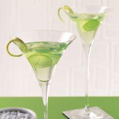 Apple Martini Ingredients (1 serving) Ice cubes 2 ounces vodka 1-1/2 ounces sour apple liqueur 1-1/2 teaspoons lemon juice GARNISH: Green apple slice