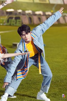 Tap your shoe, Top your shoe~😂 Male Pose Reference, Ong Seung Woo, Big Crush, Dynamic Poses, Male Poses, Seong, Drama Movies, Boyfriend Material, To My Future Husband