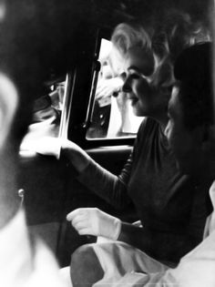 Marilyn in her limousine after leaving the Polyclinic Hospital after gallbladder surgery, 11 July Marilyn Monroe 1962, Marilyn Monroe Photos, After Gallbladder Surgery, Manhattan, Fake Pictures, Beautiful Pictures, Candle In The Wind, Norma Jeane, Pin Up Style
