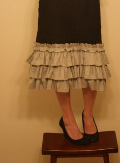 dresdencarrie: Ruffled Skirt Tutorial Cute to finish a t-shirt up cycle dress for summer work wear