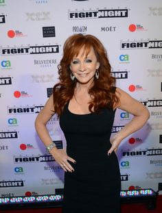 Country singer Reba McEntire looked lovely accessorizing with the Swarovski clear crystal Tonight earrings and crystal encrusted Tabloid cuff. Country Music Stars, Country Music Singers, Reba Mcentire, Idole, Fight Night, Carrie Underwood, Female Singers, Celebs, Celebrities