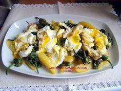 Huevos estrellados con patatas y pimientos