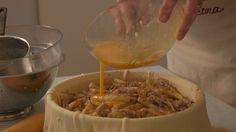 Može li se torta raditi od obične tjestenine!? Nego što! Kako, naučit će Petra u Stonu, tamo gdje su smisli slatke makarule, stonsku tortu kojoj su se onomad i Amerikanci morali pokloniti.