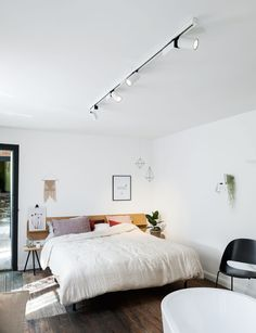 Roomin.be was launched in April 2016, a brand new online home inspiration platform that aims to become the reference for interior design inspiration. Twice a year, Roomin will take the inspiration offline by settling down in a different city, taking over a space and making it their home. http://www.deltalight.com/en/inspiration/all-projects/project/roomin-be-2863
