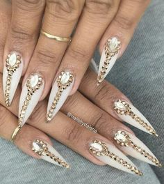 Rhinestone stiletto nails design nailart @nailsbydalenaa
