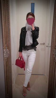 Black striped shirt with white pants and black leather jacket, red bag and printed heels - http://ameblo.jp/nyprtkifml