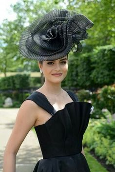 Hats for Women: Royal Ascot Caroline Reboux, Royal Ascot Hats, Crazy Hats, Stylish Hats, Kentucky Derby Hats, Church Hats, Fancy Hats, Wearing A Hat, Wedding Hats
