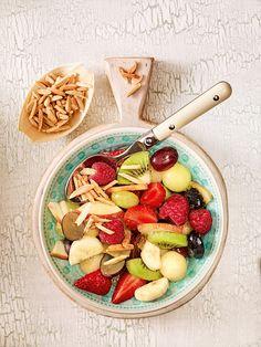 Frischer Obstsalat mit Mandeln - Zum Frühstück gehört ein Obstsalat einfach dazu
