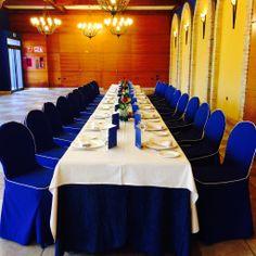 """Mesa imperial de celebraciones en el Salón """"El Palmeral""""."""
