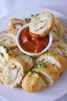 Bagietki nadziewane kurczakiem i serem - kuchniabazylii.pl - blog kulinarny Shrimp Recipes Easy, Appetizer Recipes, Snacks Für Party, Appetisers, Good Food, Food And Drink, Easy Meals, Tasty, Lunch