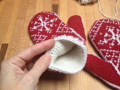 Ravelry: SNOWFLAKES Crochet Mittens Color Chart #2 - Instructions sold separately in the Crochet Fair Isle Mittens Handbook pattern by Lori Adams