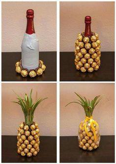 Wrap a bottle of wine and create a ferrero rocher pineapple Mitbringsel: Rocher-Sekt-Ananas Mitbringsel: Rocher-Sekt-Ananas I think you could do this with a coke bottle. Mitbringsel: Rocher-Sekt-Ananas is creative inspiration for us. Get more photo about Pineapple Gifts, Wine Pineapple, Pineapple Craft, Diy Cadeau, Natal Diy, Navidad Diy, Ideas Navidad, Homemade Gifts, Gift Ideas