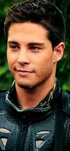 Dean Geyer, so adorable on Terra Nova! I just want to slap his face! L Luna Good Looking Actors, Good Looking Men, Dean Geyer, Beautiful Men, Beautiful People, Male Face, Hot Boys, Glee, Sexy Body