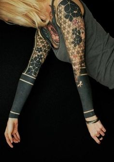 tattoo sleeves for women | Cool Sleeve Tribal Tattoo Woman | Tattoo Ranking ...WOW. That is actually REALLY awesome. It just looks like she's wearing a cardigan or something. Beautiful.
