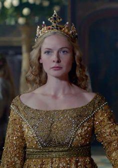 white queen, golden coronation gown, elizabeth woodville