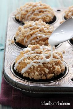 Moist pumpkin streusel muffin recipe , breakfast muffins, snacks, from /bakedbyrachel/ holiday baking recipes Fall Desserts, Just Desserts, Delicious Desserts, Dessert Recipes, Yummy Food, Drink Recipes, Muffins Blueberry, Streusel Muffins, Streusel Topping