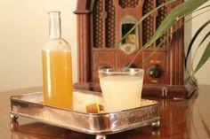 Λιμοντσέλο: Πώς να φτιάξεις το Ιταλικό λικέρ λεμονιού — Paxxi Lemon Liqueur, Limoncello, Glass Of Milk, Drinks, Ethnic Recipes, Food, Greek, Inspired, Youtube