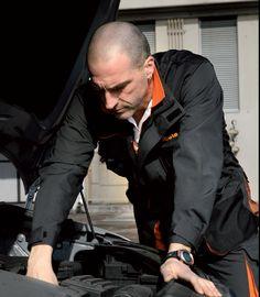 Che tuo marito faccia il meccanico di professione o solo per hobby...assicurati che indossi l'abbigliamento adatto!