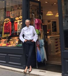 Linda Wright - this woman's taste is unerring. Shop Girl shoes white shirt for cool girls. Fashion Moda, Fashion Pants, Fashion Outfits, Love Her Style, Looks Style, Linda V Wright, Street Chic, Street Style, Advanced Style
