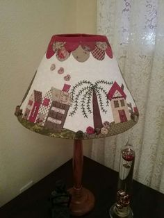 Lampshade Redo, Lampshade Designs, Colchas Quilt, Quilts, Country Lamps, Handmade Lampshades, Indoor Crafts, Make A Lamp, Shabby Chic Farmhouse