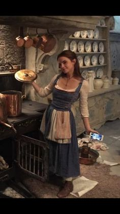 Full shot of Belle's Blue dress: Beauty and the Beast (2017)