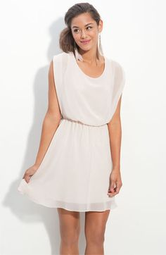 Simple and classic. Love the chiffon. Lush 'Harper' Chiffon Dress at Nordstrom. Look Fashion, Fashion Models, Fashion Outfits, Fashion Shoes, Pretty Dresses, Beautiful Dresses, Beautiful Flowers, Casual Dresses, Summer Dresses