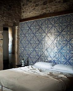 Dutch Delft tiles, honestly I cant get enough. I want them everywhere- kitchen, bathroom, and even this fantastic use in the bedroom..