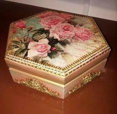 Cajas Coupage Vintage Shabby Chic, Vintage Wood, Shabby Chic Decor, Decoupage Wood, Box Roses, Fancy Cookies, Antique Boxes, Diy Bottle, Altered Boxes