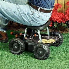 Superb Rolling Garden Scooter Gardening Stool Pad Plant Seat W Wheels No Knealing