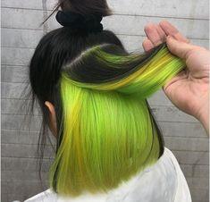 Bicolor discovered by María José on We Heart It Hair Color Streaks, Hair Dye Colors, Green Hair Colors, Hair Color Purple, Neon Hair Highlights, Peekaboo Hair Colors, Neon Green Hair, Hidden Hair Color, Cool Hair Color