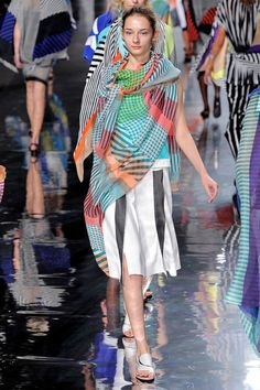 Issey Miyake Spring 2013 Ready-to-Wear Collection Slideshow on Style.com