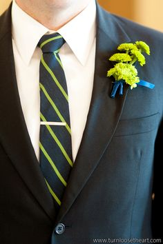 green wedding flower boutonniere, groom boutonniere, groom flowers, add pic source on comment and we will update it. www.myfloweraffair.com can create this beautiful wedding flower look.