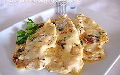 Chicken breast baked with melted cheese Frango Chicken, Pollo Chicken, Meat Recipes, Chicken Recipes, Dinner Recipes, Cooking Recipes, Italian Dishes, Italian Recipes, Meat Salad