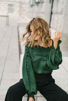 Freshen Up Your Work Wardrobe With These Classic Pieces Green Outfits For Women, Outfits For Teens, Work Outfits, Green Fashion, Fashion Looks, Fashion Fashion, Winter Fashion, Work Fashion, Curvy Fashion