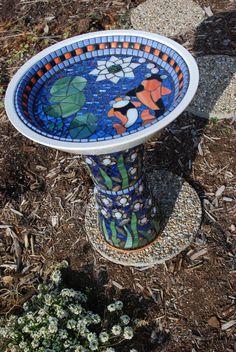 Make a Mosaic Bird Bath Mosaic Crafts, Mosaic Projects, Mosaic Art, Mosaic Glass, Stained Glass, Glass Art, Mosaic Ideas, Mosaic Designs, Mosaic Patterns