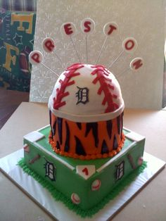 Detroit Tigers Cake. This would be so much cuter as a New York Yankee cake!!