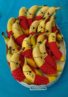 Cheeky Little Pirate Bananas ~ Fun Inspiration for a Pirate theme Party or just for fun anytime. (Grubby Little Faces) How great are these pirate bananas for open house with our pirate theme? Thinking of giving your next party a Pirate Theme? Cute Food, Good Food, Pirate Theme, Pirate Birthday, Pirate Food, Pirate Party Snacks, Birthday Snacks, Kid Party Foods, Birthday Parties