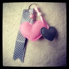 Sleutelhanger roze en grijs hartjes