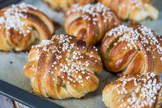 Vaniljnystan – godaste vaniljbullarna!   Fredriks fika - Allas.se Unique Recipes, Sweet Recipes, Cake Recipes, Bread Bun, Swedish Recipes, Fika, Everyday Food, Bread Baking, I Love Food